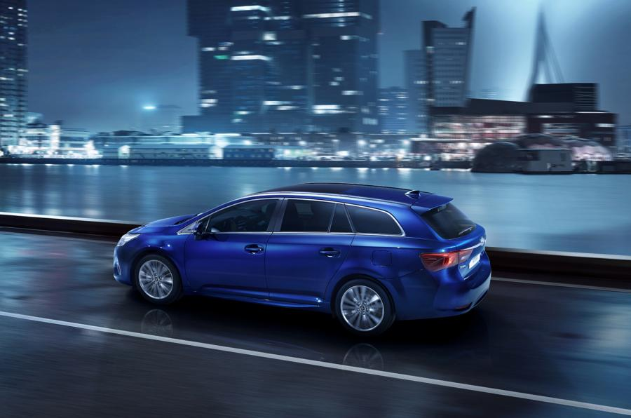 Avensis Night 21 Dpl 2015 3 4 Rear Blue