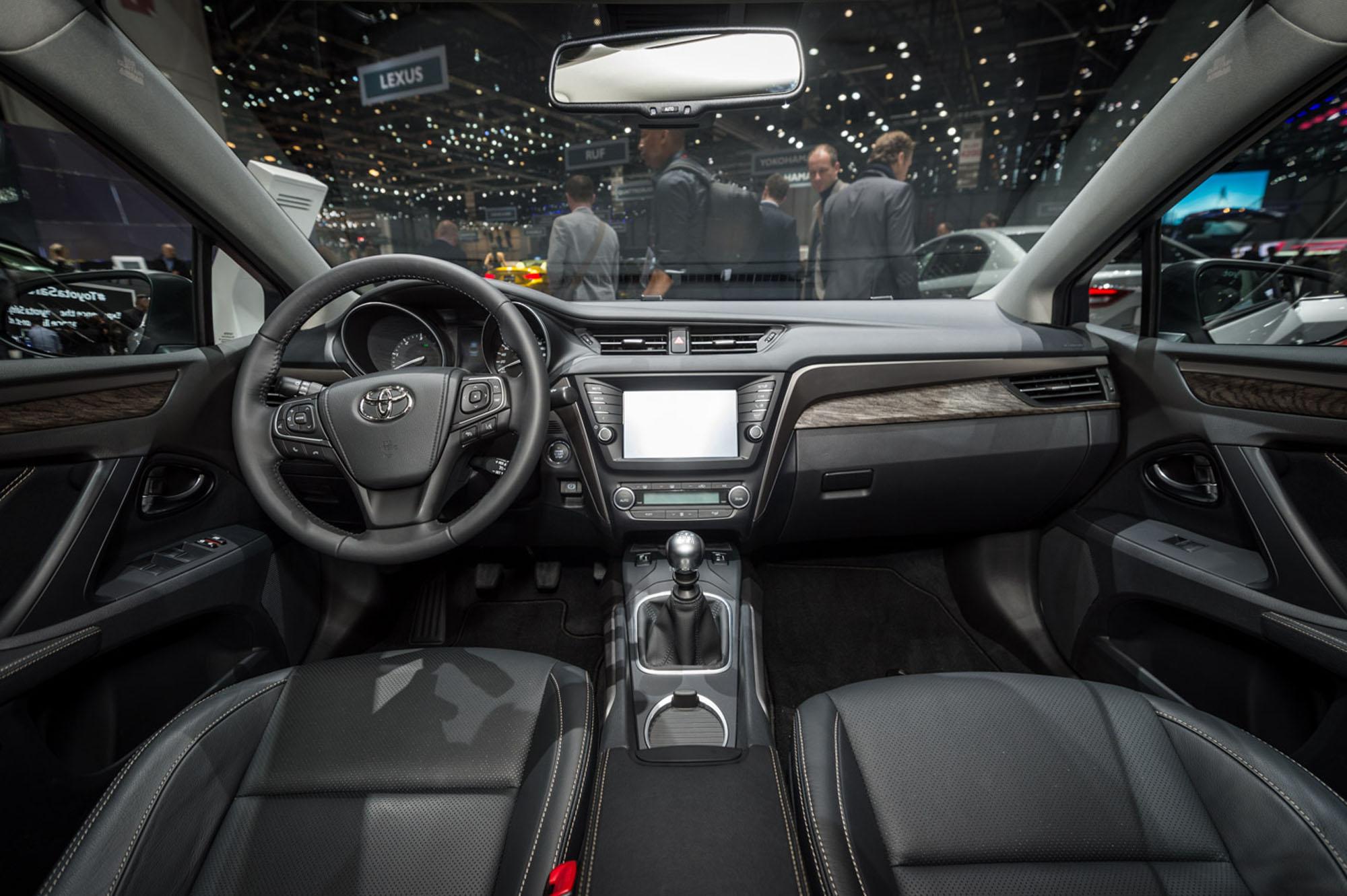 Toyota Avensis Saloon Geneva 2015 A 7